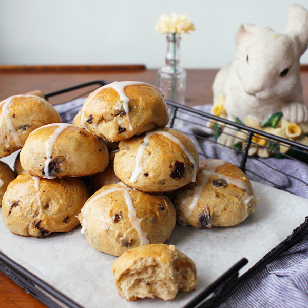Rum Raisin Hot Cross Buns - Taking an Easter classic up a notch with Rum Raisin Hot Cross Buns and KitchenAid [VIDEO]
