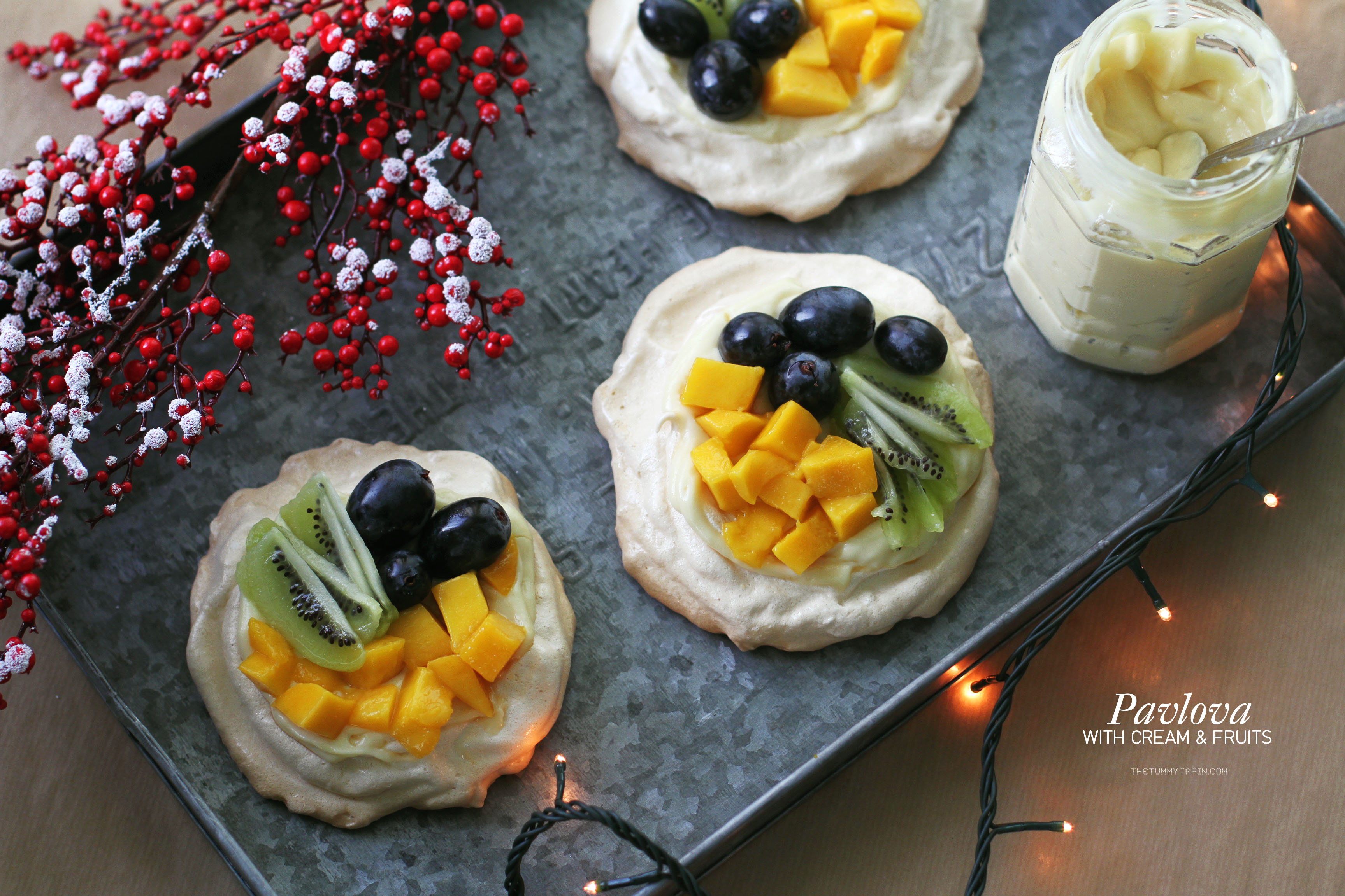 Pavlova 1 - Pavlova topped with cream and fruits make for a beautiful Christmas dessert [VIDEO]