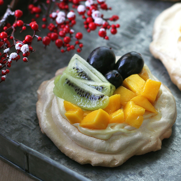 Pavlova - Pavlova topped with cream and fruits make for a beautiful Christmas dessert [VIDEO]